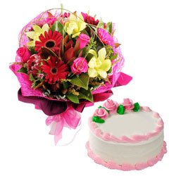 Eye-Catching 10 Mixed Flowers and 1/2 Kg Vanilla Cake