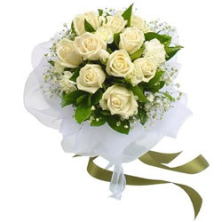 Zesty Collection of White Roses Bunch