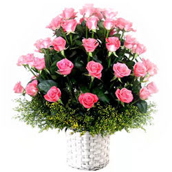 Lovely Arrangement of Pink Coloured Roses